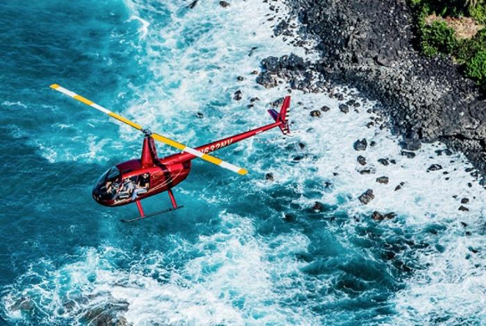 Du lịch biển bằng máy bay trực thăng cũng là một trong các hình thức giải trí ở Hawaii hấp dẫn du khách