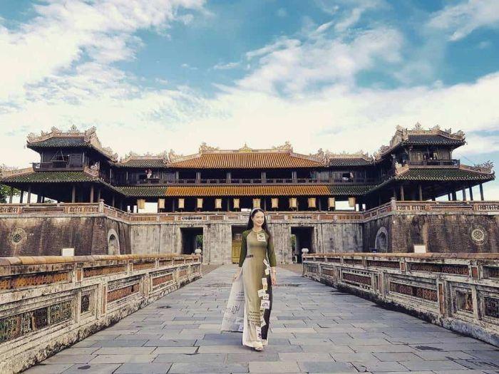 Nằm mộng thấy con gái Huế mặc áo dài là điềm báo bạn sắp gặp được ý trung nhân của đời mình
