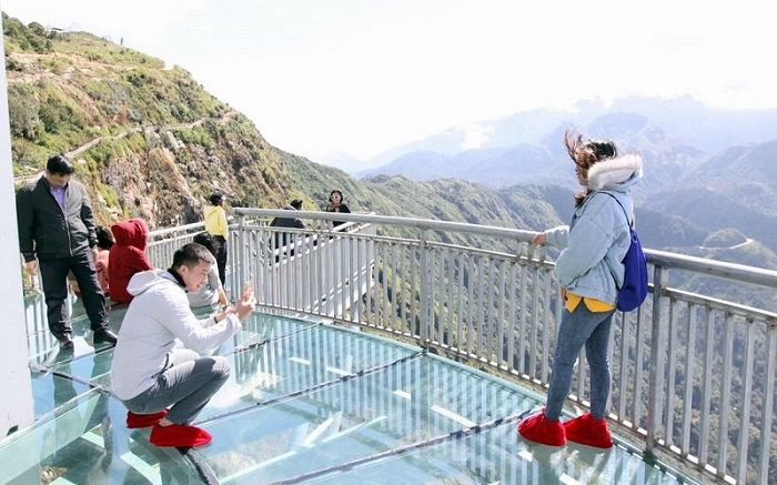 Nằm mộng thấy đi trên cầu Kính chứng tỏ chủ nhân là người gan dạ và dám đối mặt với khó khăn